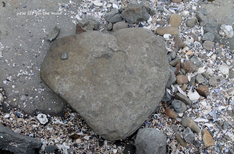 Love heart rock