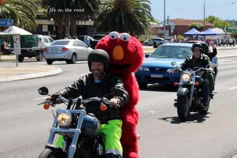 Elmo driving on the Motorbike